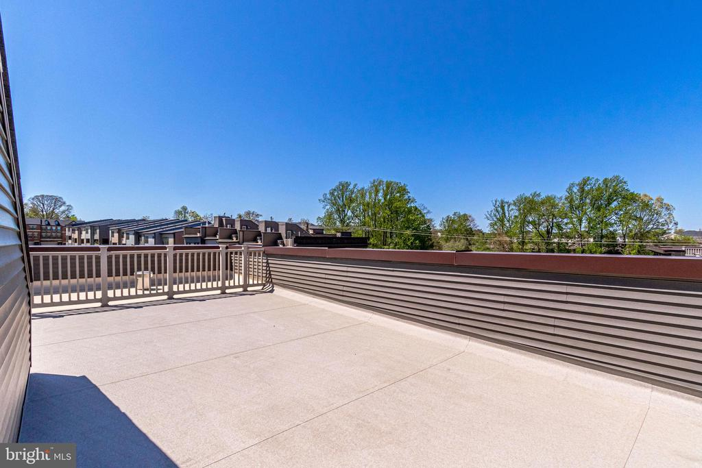 Another outdoor living space, great to start ... - 3160 VIRGINIA BLUEBELL CT, FAIRFAX