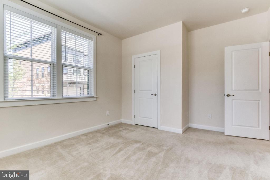 Another corner room, so light and bright. - 3160 VIRGINIA BLUEBELL CT, FAIRFAX