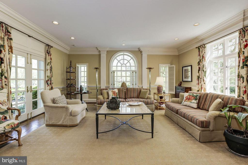 Main Level - Family Room - 11517 HIGHLAND FARM RD, POTOMAC