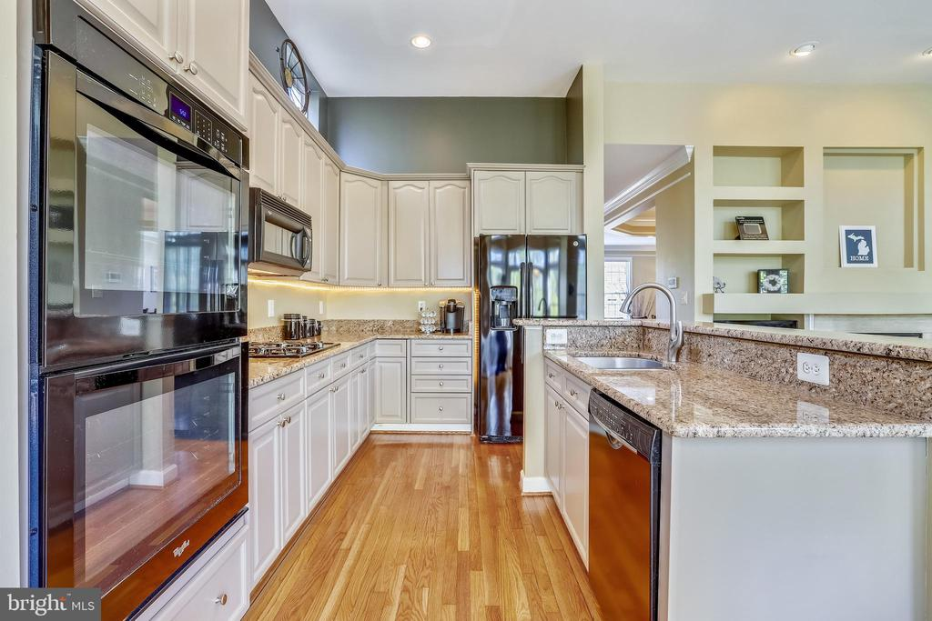 Kitchen flows to Family Room with Built-In Niches - 1911 LOGAN MANOR DR, RESTON