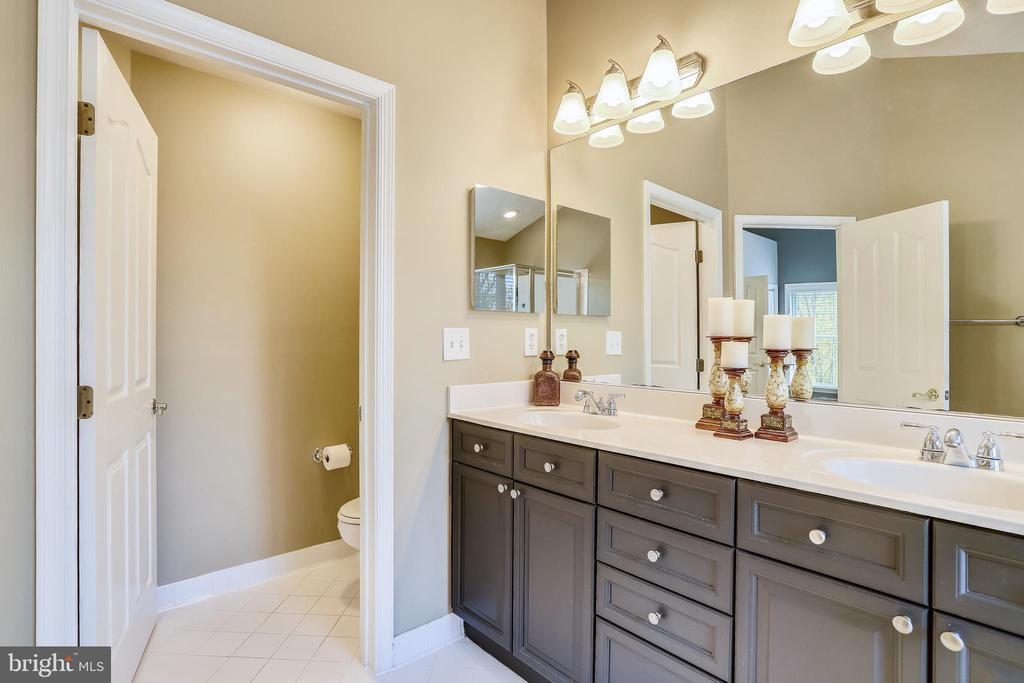 Private Water Closet, Dual Sink Vanity Cabinet - 1911 LOGAN MANOR DR, RESTON