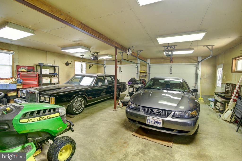 Huge Garage - 14460 MILLTOWN RD, LOVETTSVILLE