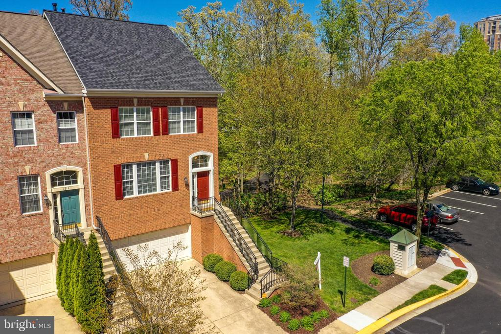 2-Car Garage & Driveway + Ample Overflow Parking - 1911 LOGAN MANOR DR, RESTON