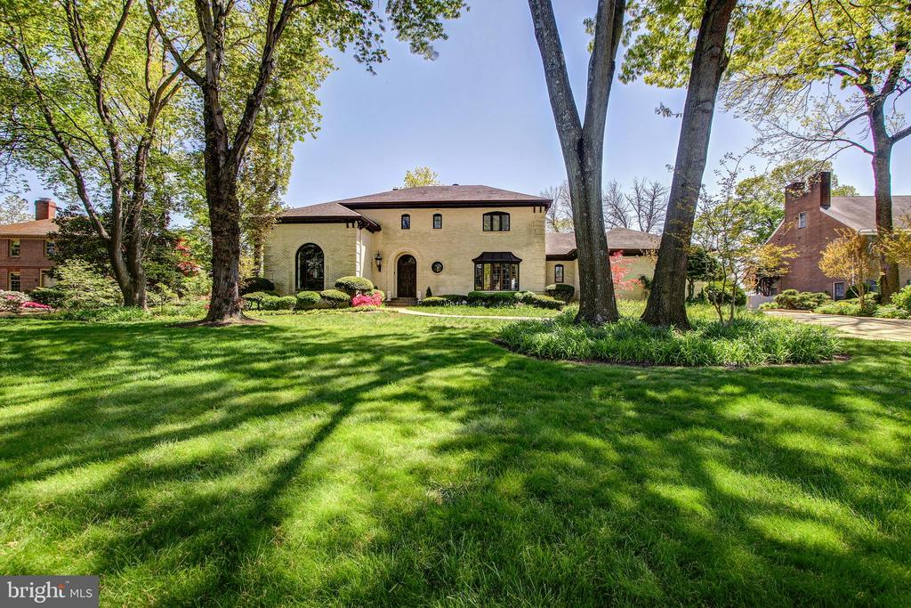 Striking Curb Appeal with Deep Set-Back - 3905 BELLE RIVE TER, ALEXANDRIA