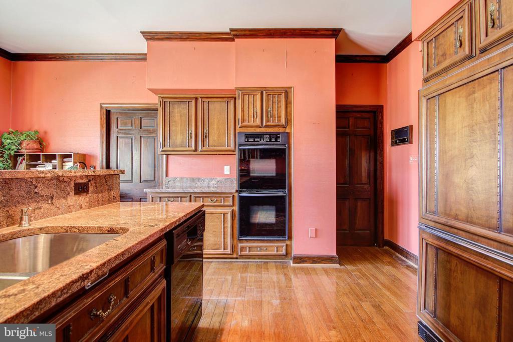 Kitchen - Butler's Pantry Door Entry To Right - 3905 BELLE RIVE TER, ALEXANDRIA