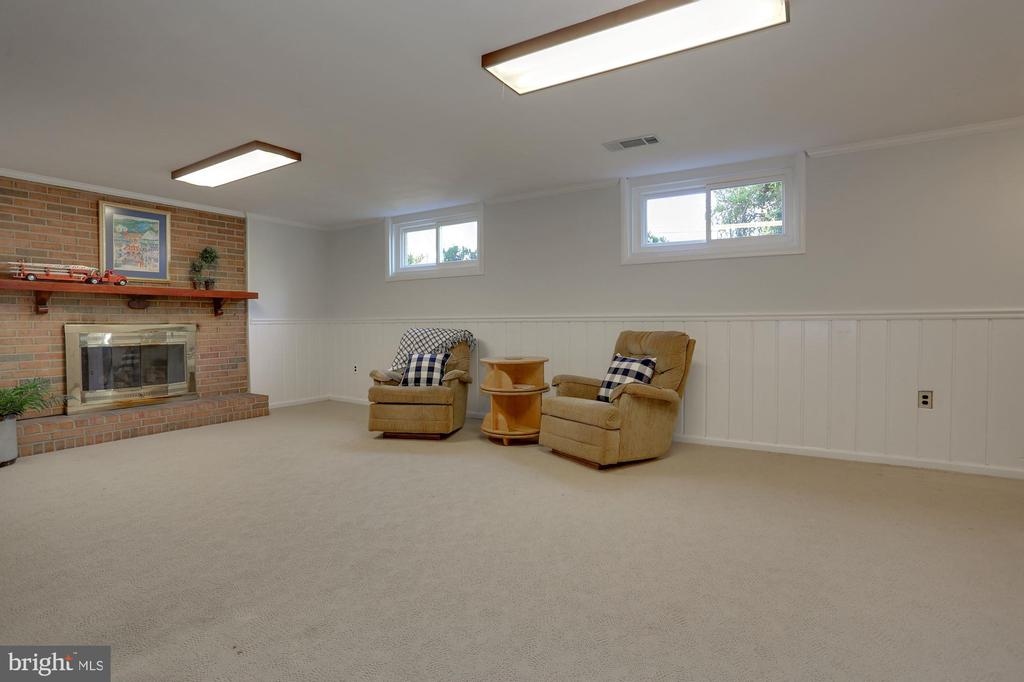 LL Family Room w/Brick Fireplace that has Gas Line - 3827 MILITARY RD, ARLINGTON