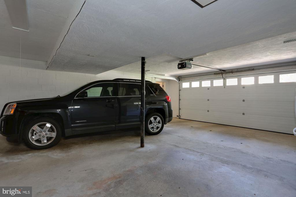 DBL Garage is MASSIVE- so much room - 3827 MILITARY RD, ARLINGTON