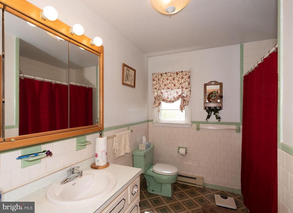 Main house Full Bathroom - 12011-A KEYMAR RD, KEYMAR