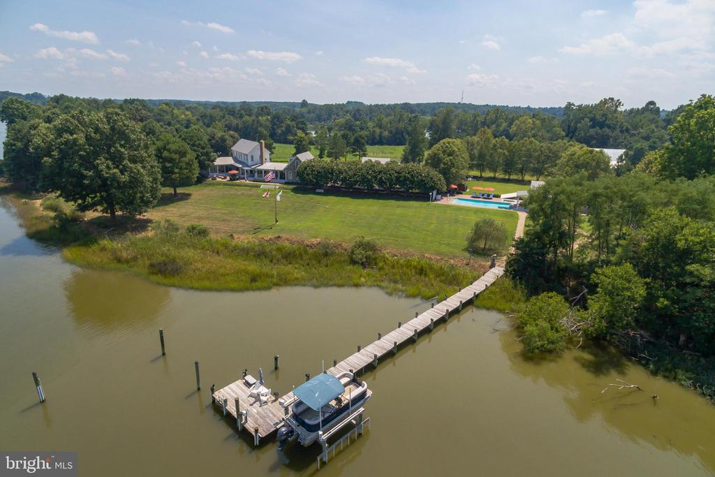 The 120ft private pier with 16k pound boat lift - 15270 HATTON LANDING DR, NEWBURG