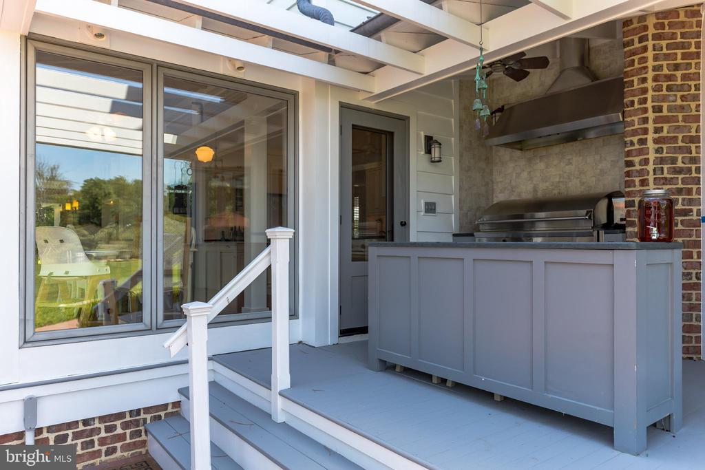 BBQing is a breeze with the outdoor kitchen - 15270 HATTON LANDING DR, NEWBURG