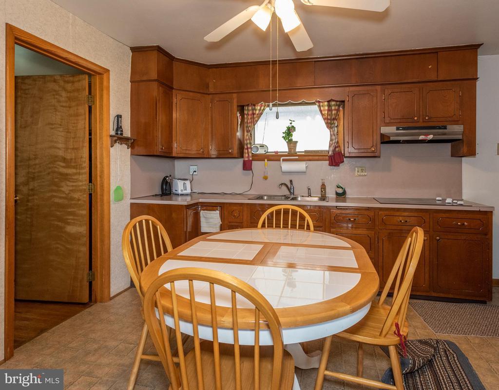 Main house kitchen / dining - 12011-A KEYMAR RD, KEYMAR