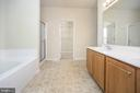 Very spacious master bathroom with double vanity - 412 BIRDIE RD, LOCUST GROVE