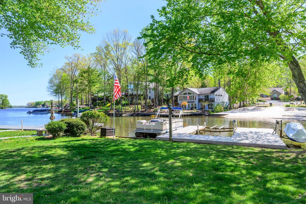Your very own dock, boat and jet ski lifts - 118 CONFEDERATE CIR, LOCUST GROVE