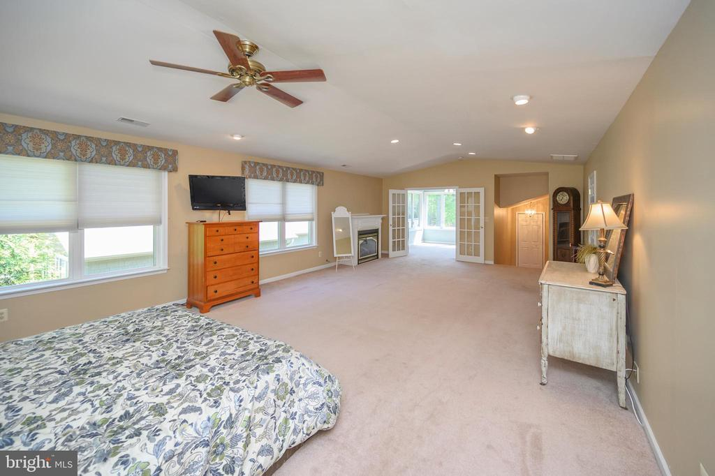 Light-filled, massive master bedroom - 118 CONFEDERATE CIR, LOCUST GROVE