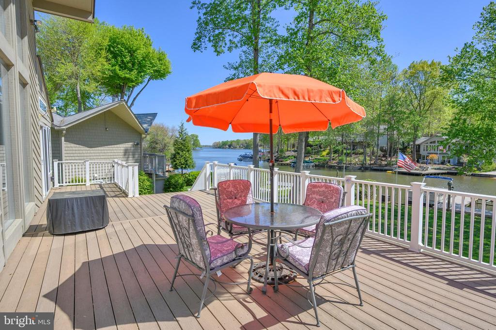 Expansive deck with great water views - 118 CONFEDERATE CIR, LOCUST GROVE