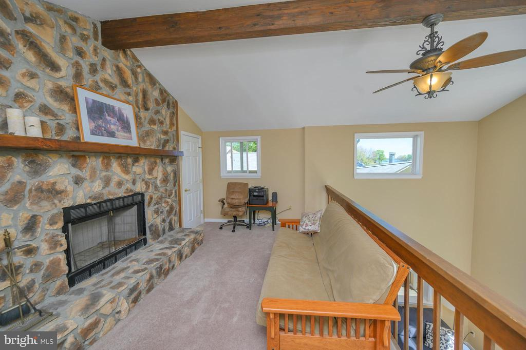Loft with floor to ceiling fireplace - 118 CONFEDERATE CIR, LOCUST GROVE