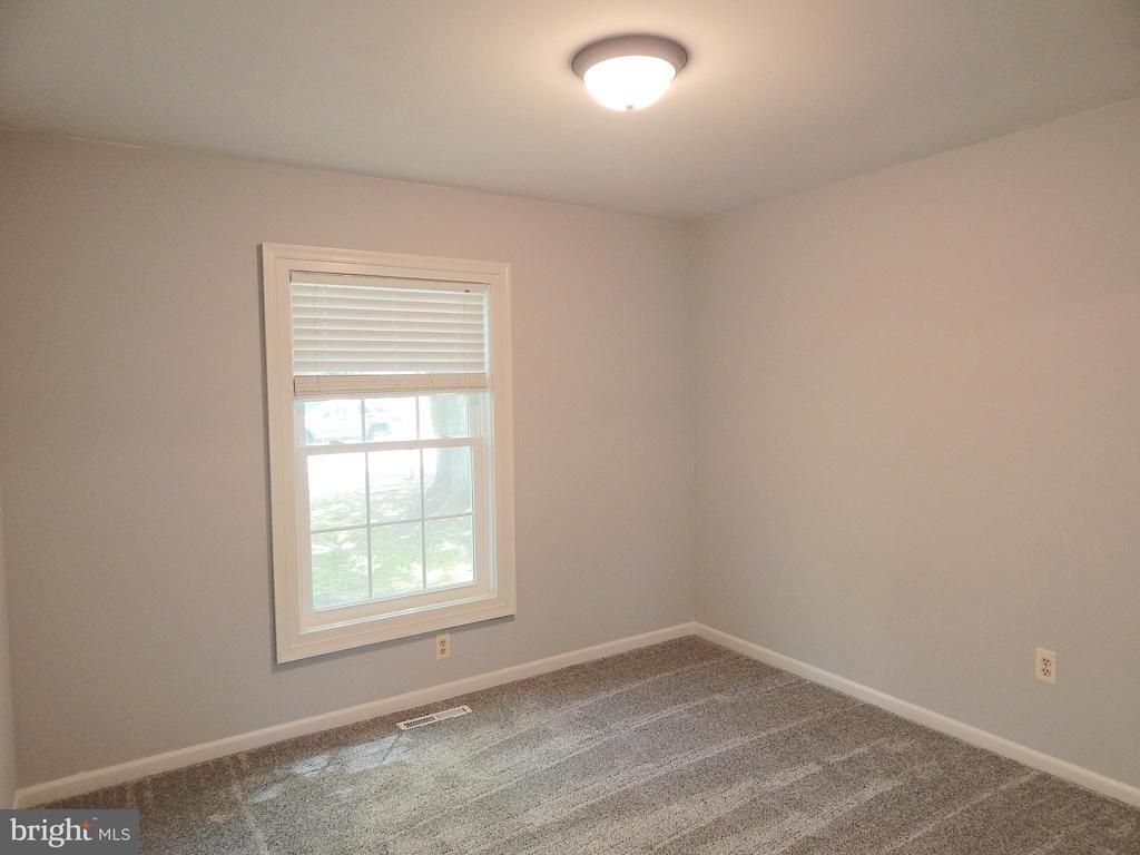 Main level bedroom 2 - new paint, carpet, lighting - 4 NORMAN CT, FREDERICKSBURG