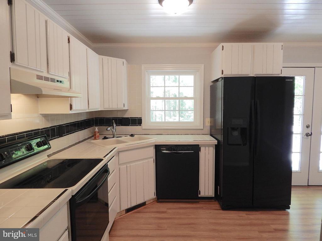 Kitchen-updated appliances, ship lap style ceiling - 4 NORMAN CT, FREDERICKSBURG