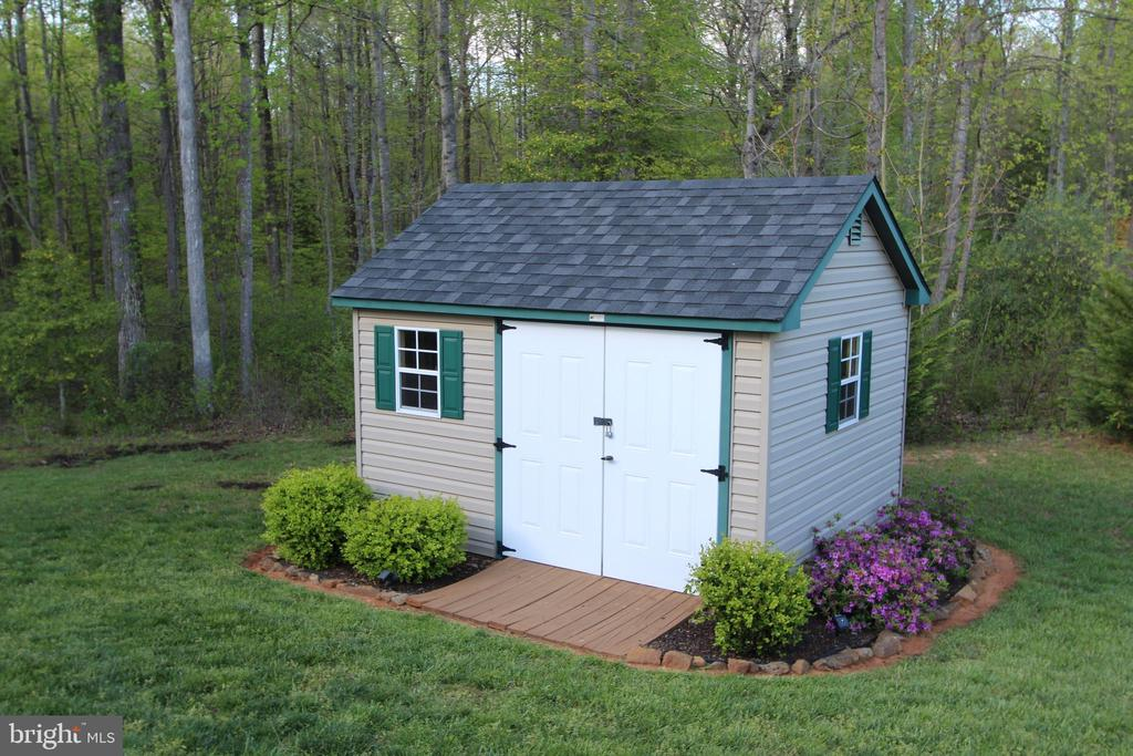 The perfect shed or She shed. - 35 DONOVAN LN, STAFFORD