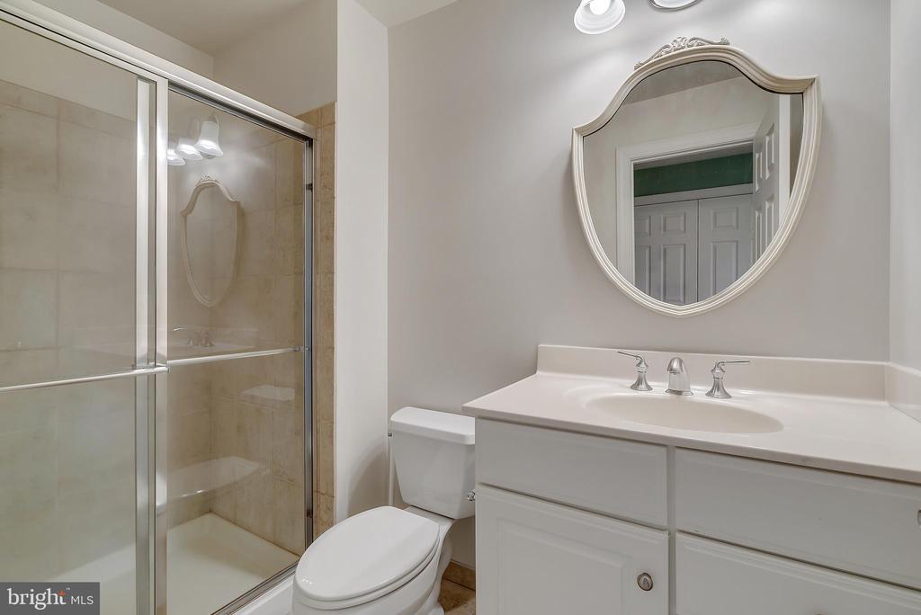 Fourth Floor Bathroom #5 - 24020 LACEYS TAVERN CT, ALDIE