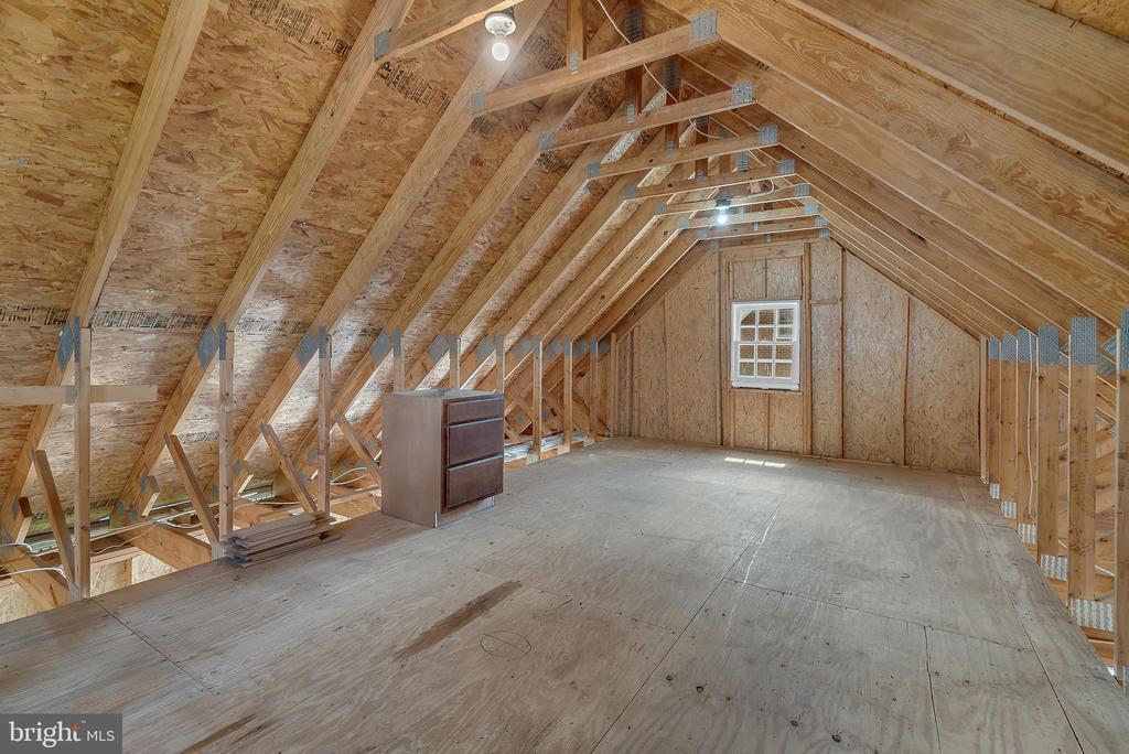 Upper Level Storage in Detached Garage - 24020 LACEYS TAVERN CT, ALDIE