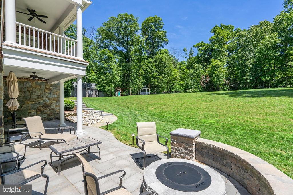 Patio with Custom Firepit - 24020 LACEYS TAVERN CT, ALDIE