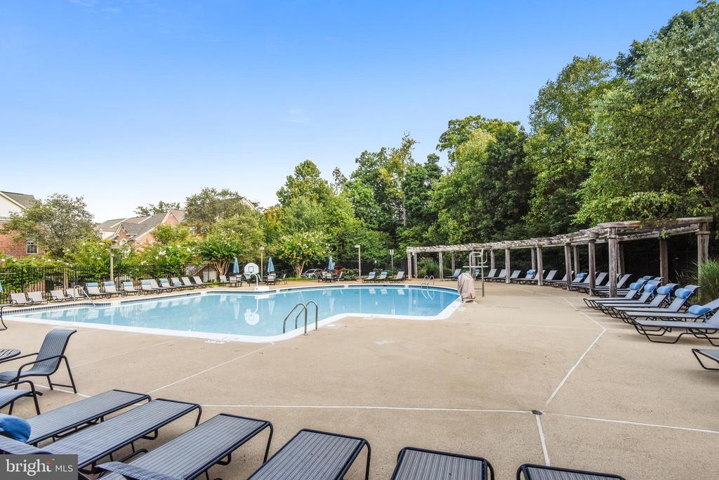 West Market Clubhouse - Outdoor Swimming Pool - 1911 LOGAN MANOR DR, RESTON