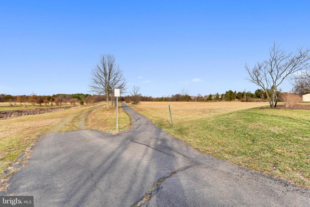 Exeter Walking Path - 814 CATOCTIN CIR NE, LEESBURG