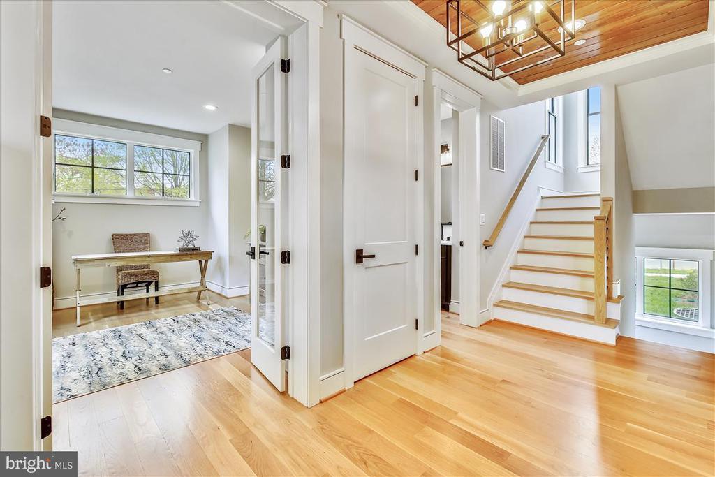 Main Level Hall/Stairwell - 5100 FAIRGLEN LN, CHEVY CHASE
