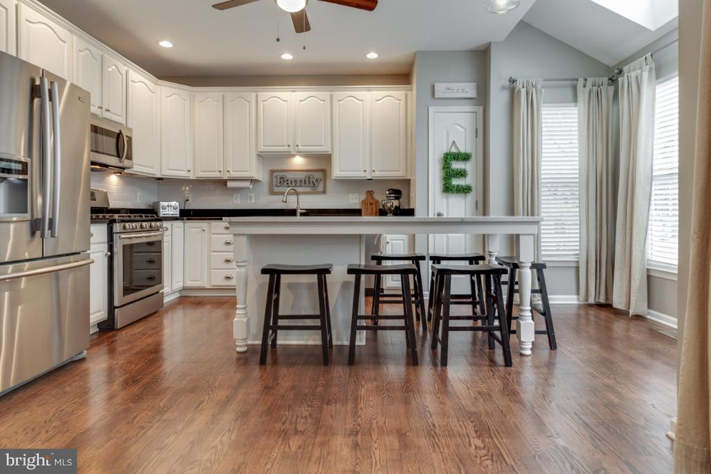 Remodeled Gourmet Kitchen with Refinished Cabinets - 43609 DUNHILL CUP SQ, ASHBURN