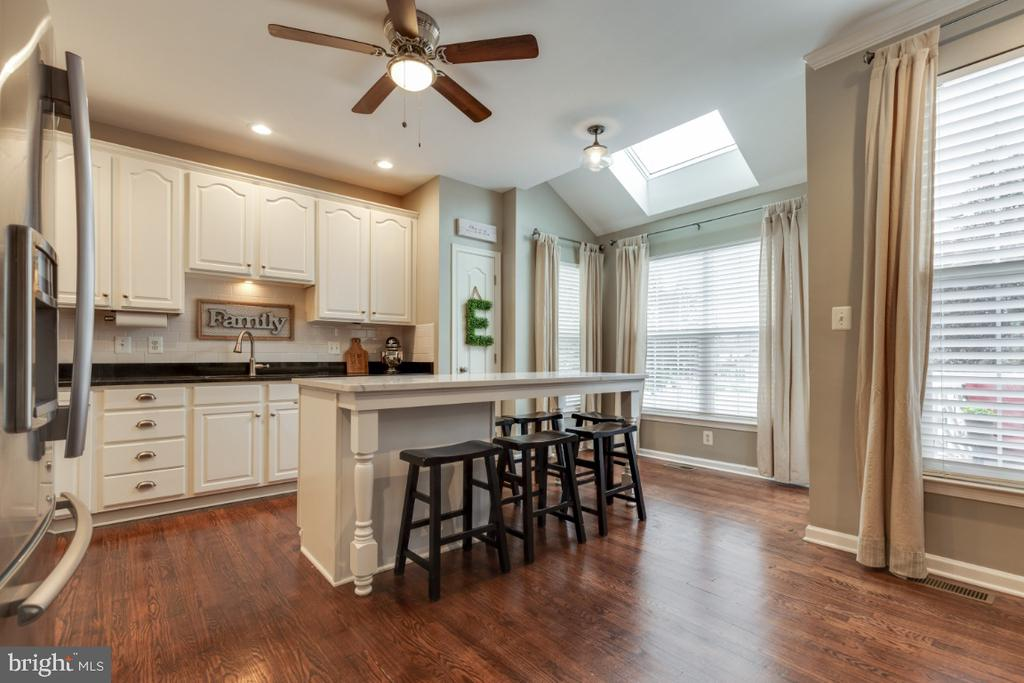 Great Breakfast Area with Skylight - 43609 DUNHILL CUP SQ, ASHBURN