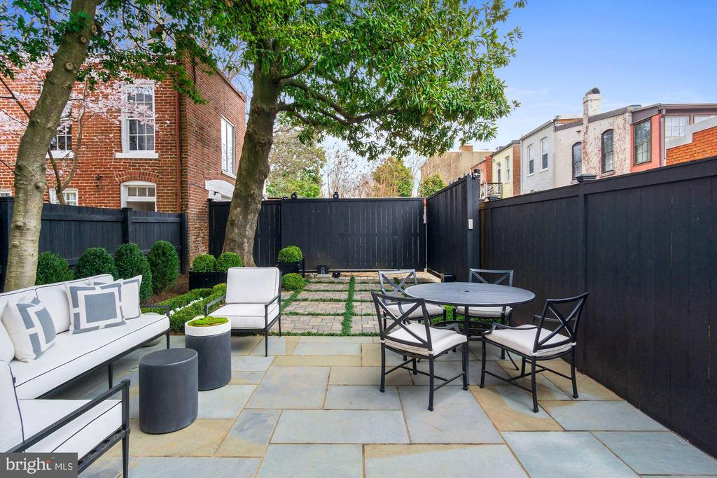 Professionally Landscaped Rear Garden - 1639 35TH ST NW, WASHINGTON