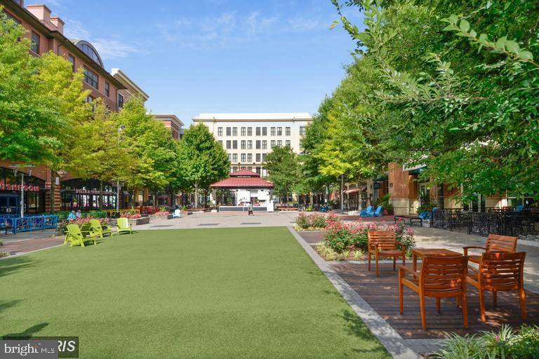 Just minutes to Rockville Town Center! - 204 READING TER, ROCKVILLE