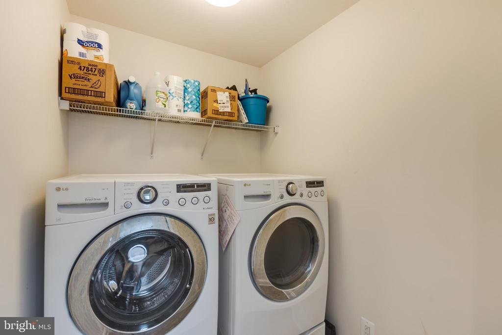 Laundry on the main level - 25916 SYCAMORE GROVE PL, ALDIE