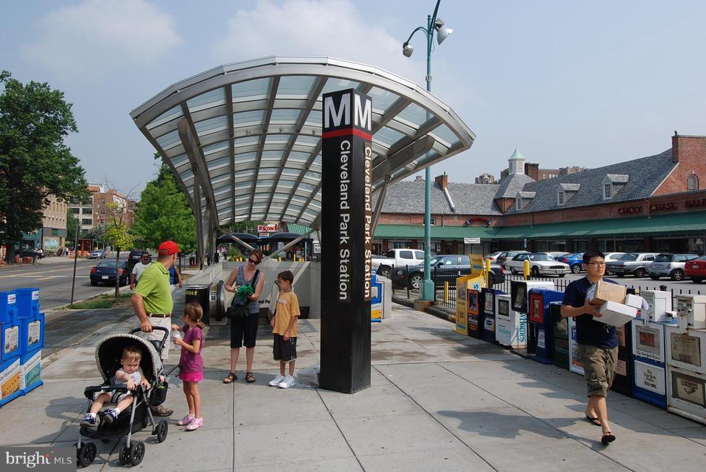 Walk to Cleveland Park Metro - 2710 MACOMB ST NW #215, WASHINGTON
