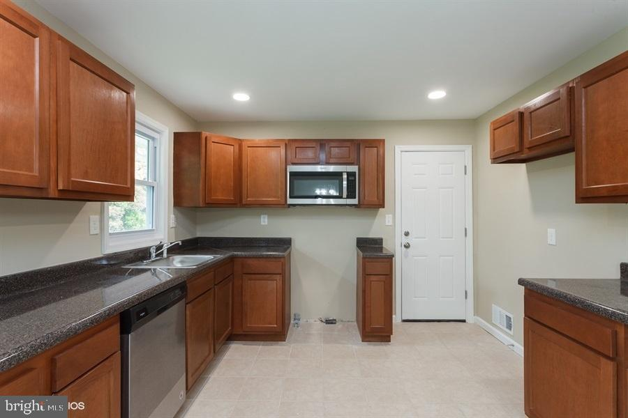Kitchen - 413 MILLWOOF DR, CAPITOL HEIGHTS