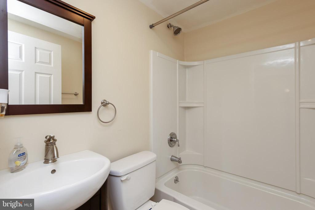 Lower level Full bath - 275 PINOAK LN, FREDERICK