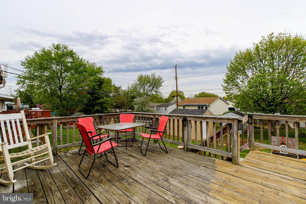 Deck off of Dining area - 275 PINOAK LN, FREDERICK