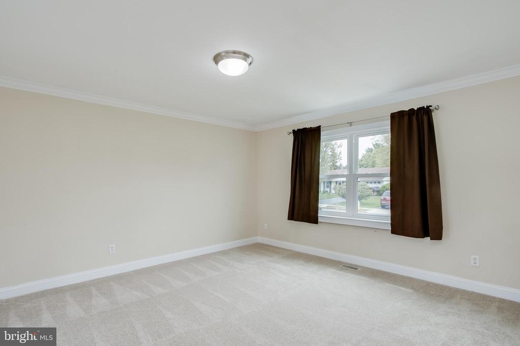 Living Room-New Carpet - 275 PINOAK LN, FREDERICK
