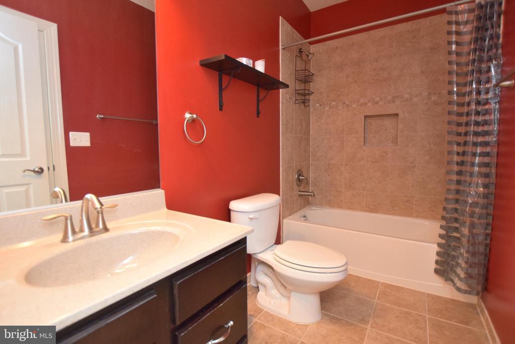 Lower Level Full Bath - 60 SNAPDRAGON DR, STAFFORD