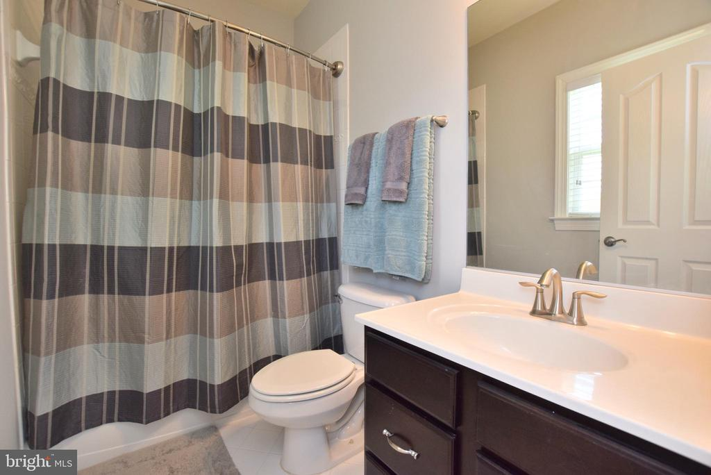 Third Bedroom Private Bath - 60 SNAPDRAGON DR, STAFFORD