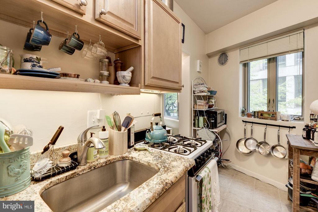 Kitchen - 1711 MASSACHUSETTS AVE NW #214, WASHINGTON