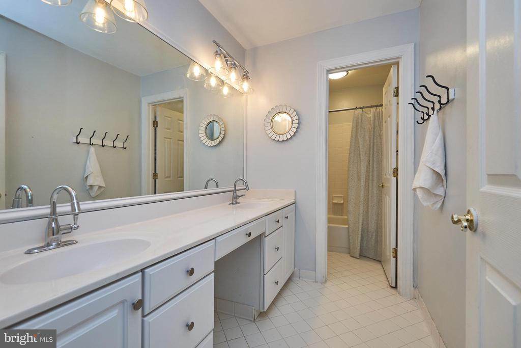 Upper Level Hall Bath with Two Sinks - 5809 MAGNOLIA LN, FALLS CHURCH