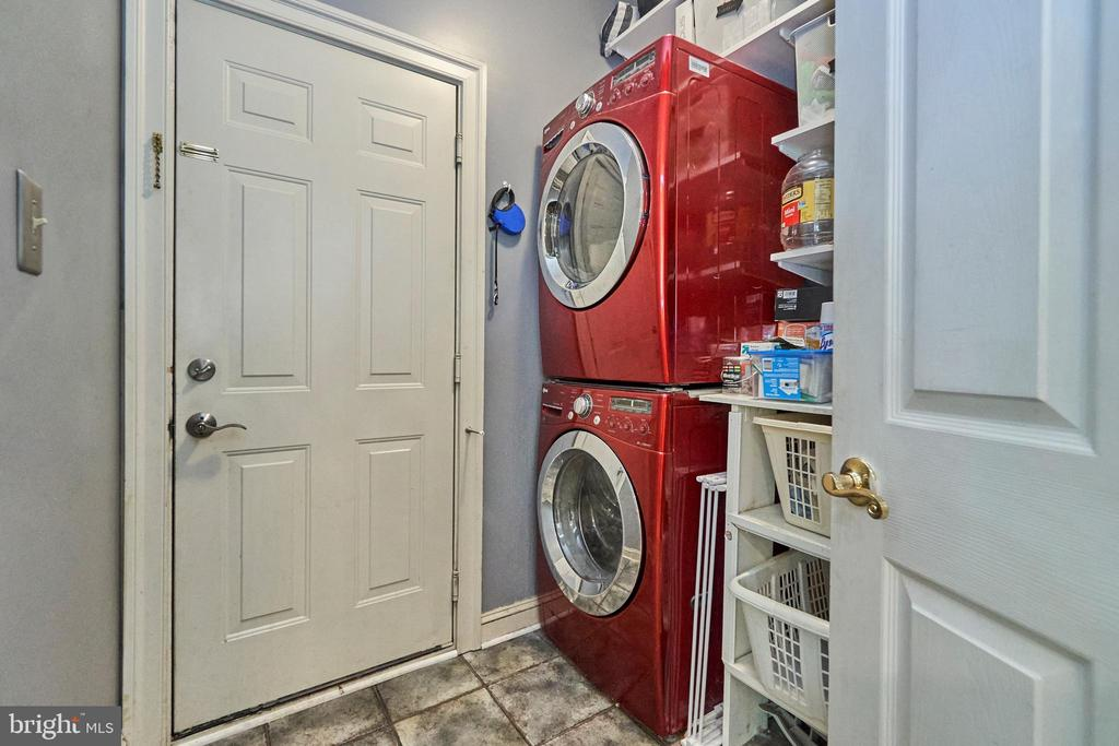 Main Level Laundry - 5809 MAGNOLIA LN, FALLS CHURCH