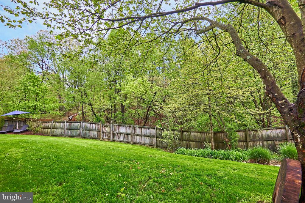 Privacy Fence - 5809 MAGNOLIA LN, FALLS CHURCH