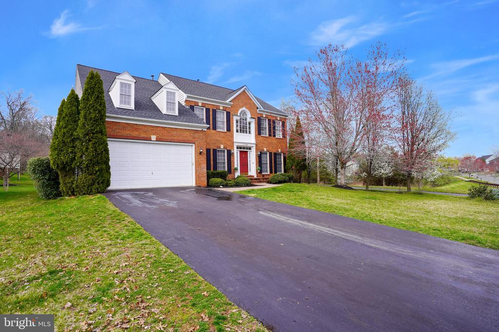 - 17720 CRICKET HILL DR, GERMANTOWN