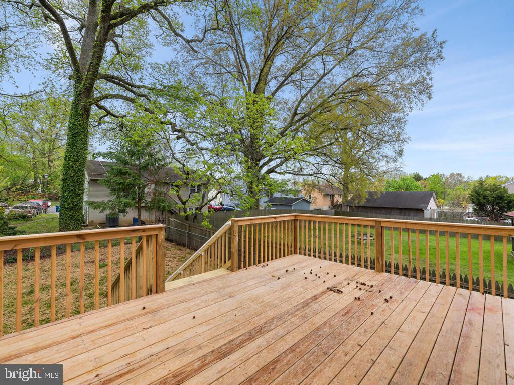 Backyard deck for table, chairs, grill and seating - 1211 BARBUD LN, ANNAPOLIS
