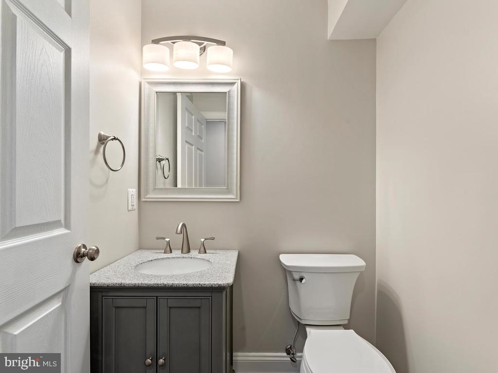 Powder room on entry level - 1211 BARBUD LN, ANNAPOLIS