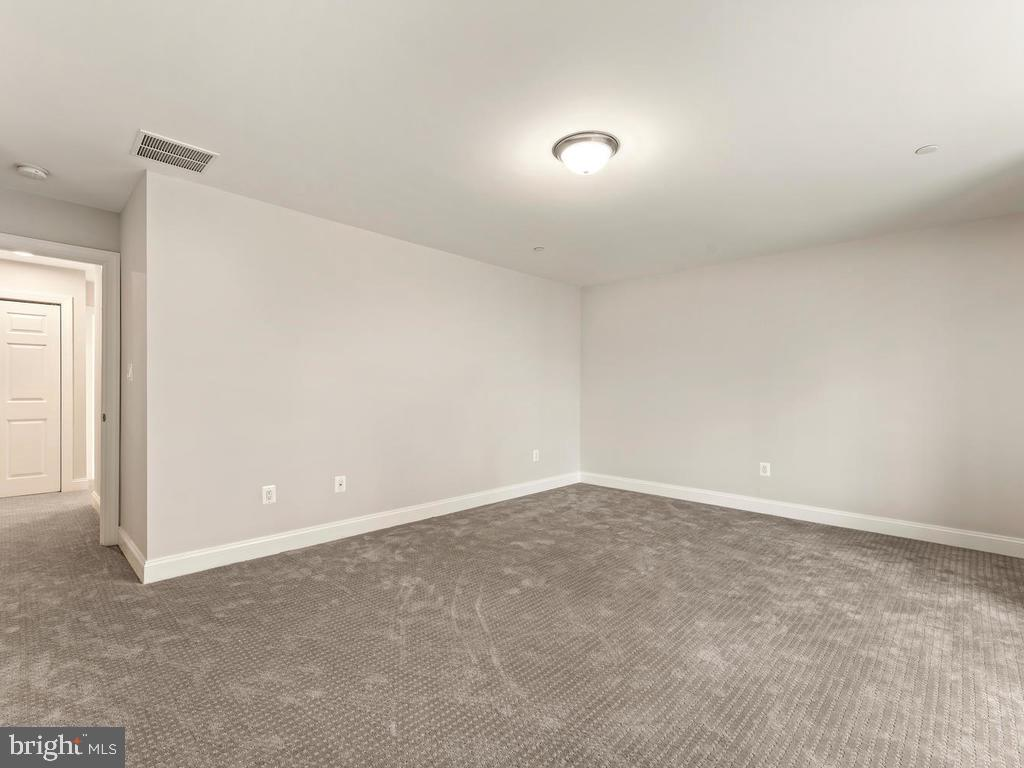 Spacious master bedroom - 1211 BARBUD LN, ANNAPOLIS