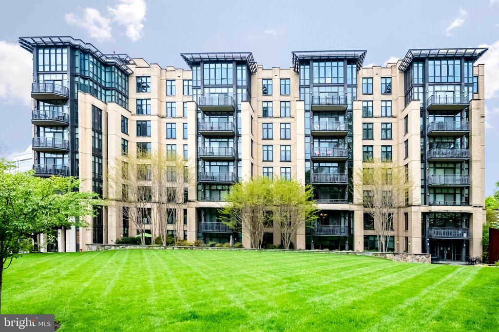 Beautiful contemporary styled building - 4301 MILITARY RD NW #112, WASHINGTON